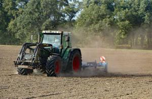 Hof Baumgarte - Bodenbearbeitung mit dem Grubber